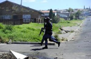 Un monstruo polimorfo perturba la calma en un poblado sudafricano