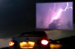 Increíble rayo púrpura en Tormenta en Forth Worth, TX – 24 de mayo 2011