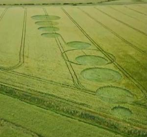 Círculo de la cosecha encontrado en The Sanctuary cerca de Avebury en Wiltshire, Reino Unido – 28 de mayo 2011