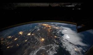 """Misteriosa """"ciudad"""" atrapada en el impresionante vídeo desde el espacio revela un gran campo de petróleo en el Medio Oeste"""