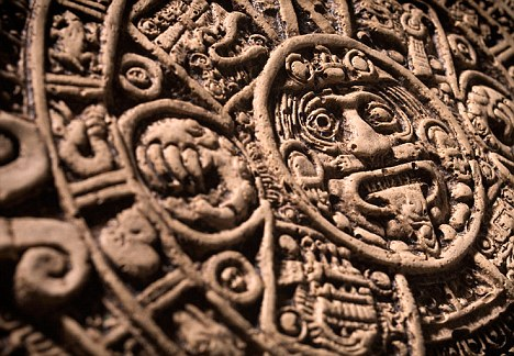 """Tableta Maya que predice el fin del mundo en 2012 puede haber sido """"malinterpretada"""", dice el experto – es sólo el comienzo de una nueva era"""