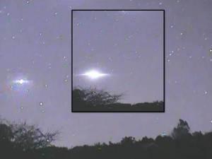 Increíble actividad OVNI en el cielo por encima de Rotorua, Nueva Zelanda – 22 de mayo 2012