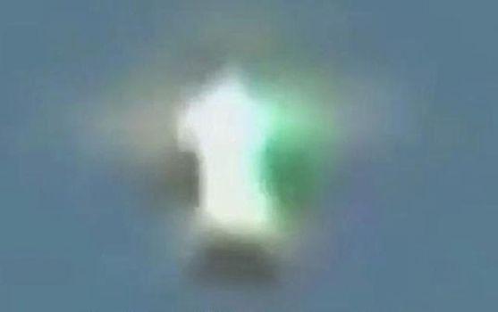 Una señal en el cielo sobre Volgogrado, Rusia, el 05 de junio 2014