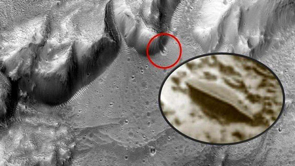 ¿Platillo volante chocó contra un cráter en Marte?