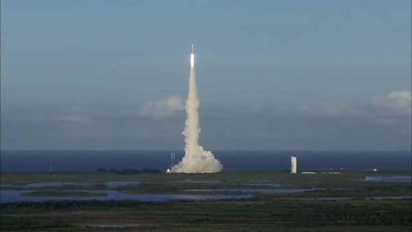 Así partió OSIRIS-REx, buscará el origen de la vida en el asteroide Bennu