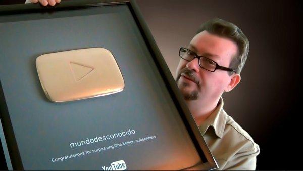 YouTube entrega el Botón de Oro a mundodesconocido