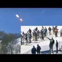 Extrañas luces aparecen sobre una estación de esquí