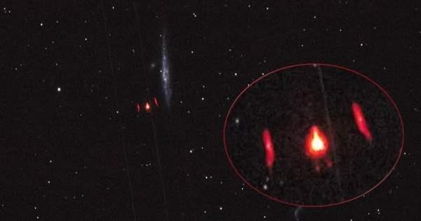 Ovni rojo brillante visto en la constelación Canes Venatici