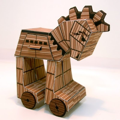Trojan-Horse-Paper-Toy