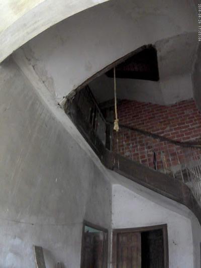 El resto de cuerda que cuelga del techo todavía