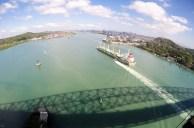 Navio entrando no canal via Pacífico