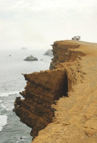 Ao lado dos penhascos de Paracas, Peru