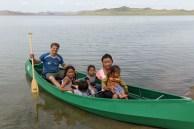 Levamos todos para passear de canoa...