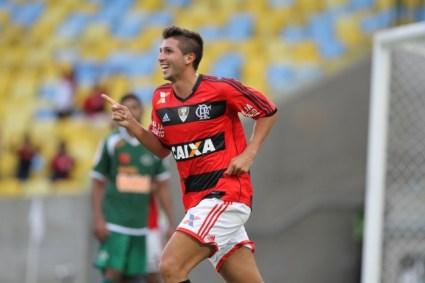 Lucas Mugni comemora um dos seus dois gols contra a Cabofriense, na segunda partida da semifinal,  contra o Cabofriense. O meia teve ótima atuação.