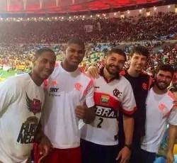 FlaBasquete presente ao Maracanã no jogo contra o Coritiba pela Copa do Brasil (Foto: Reprodução)