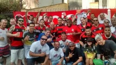 Movimento voluntário de STs faz panfletagem no entorno do Maracanã