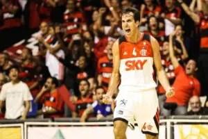 Marcelinho relembrou as atuações que o credenciaram ao posto de ídolo do Flamengo, nessa noite (Foto: Luiz Pires/LNB)