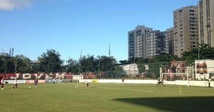Em treinamento na Gávea, Cristóvão esboça time titular para o clássico
