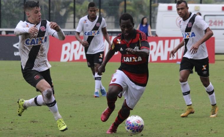 Carrasco Baggio marca e Flamengo vence o Vasco pela Taça Rio