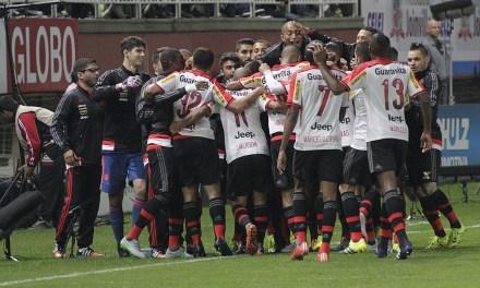Flamengo vence Joinville com gol de Sheik e sai do Z4.