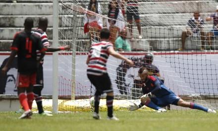 Flamengo repete erros defensivos e leva virada do Santa Cruz