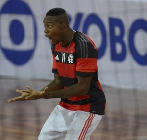 Robinho foi um dos destaques contra o Botafogo
