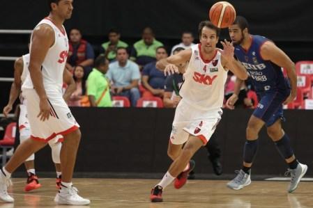 Marcelinho marcou 15 pontos contra o Brasília e ajudou a garantir vitória (Foto: José Jimenez-Tirado/FIBA Américas)