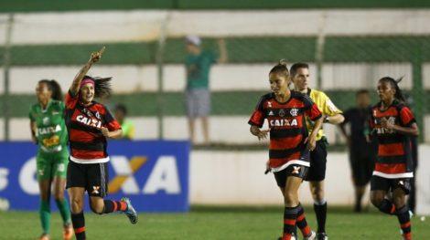 A atacante comemora o gol do título do Flamengo no Brasileiro Feminino 2016