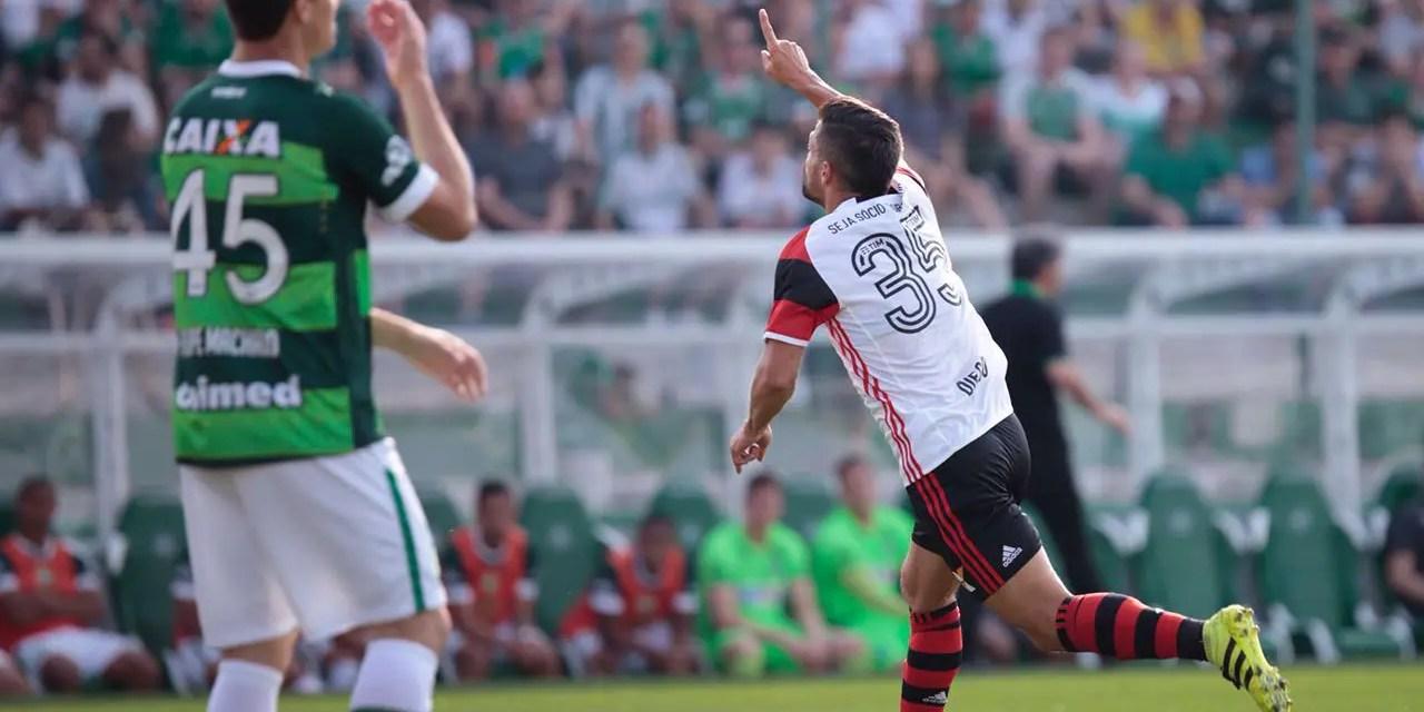 Reforços marcam, Flamengo vence e cola no líder do Brasileirão