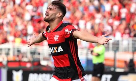 Em São Paulo e com estádio lotado, Flamengo vence Santa Cruz e segue na cola do líder