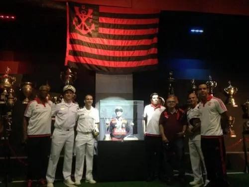 Dirigentes do Flamengo e da Marinha na Fla Experience, com os títulos conquistados em 2016.