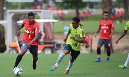 Márcio Araújo passa jogo inteiro no banco pela 1ª vez desde maio
