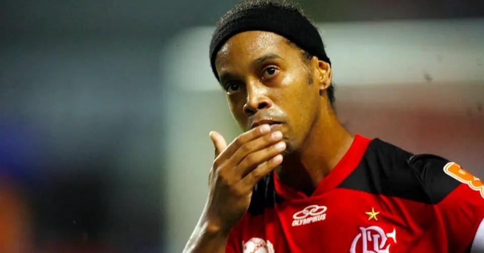 Flamengo zera dívida com Ronaldinho
