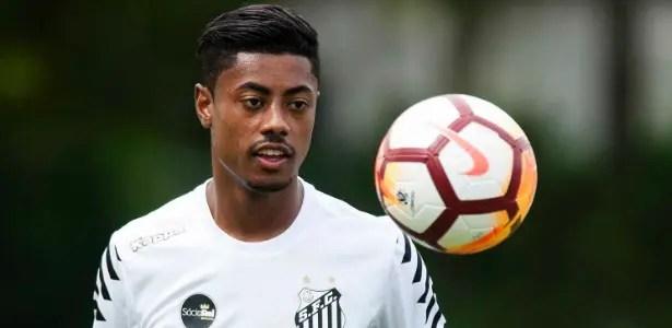Santos acredita que desistência do Flamengo por Bruno Henrique é blefe