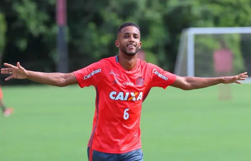 Flamengo não tem pressa para fechar novas contratações