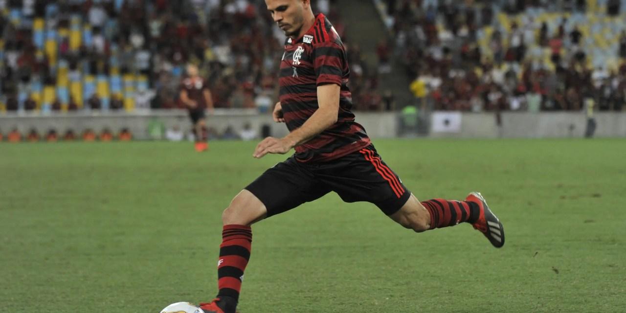 Flamengo negocia renovação de Renê; contrato deve ser de três temporadas