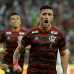 """Arrascaeta pode ser o quarto """"gringo"""" a conquistar tríplice coroa no Brasil"""