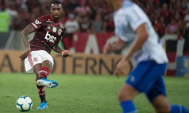 Flamengo vence CSA e mantém distância para o Palmeiras na ponta do Brasileirão