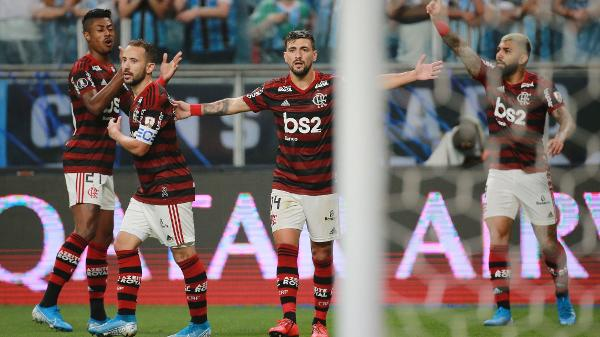 Patrocinador ironiza gol anulado de Everton nas redes sociais e torcida do Flamengo se revolta