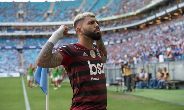 Gabigol marca, ultrapassa Zico e coloca Flamengo a dois pontos do título