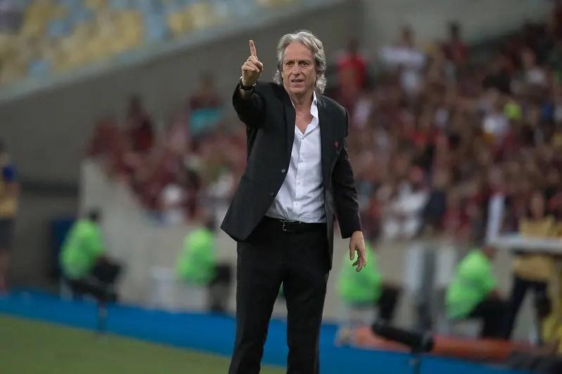 Jorge Jesus alfineta imprensa após goleada sobre o Corinthians
