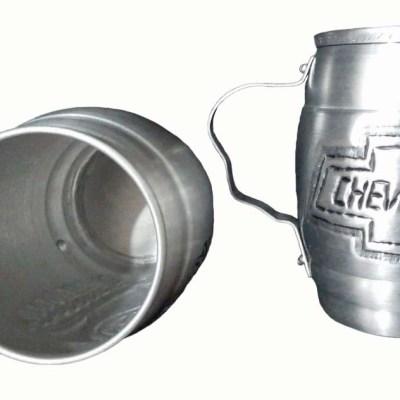 Chopera de aluminio con figura de chevrolet