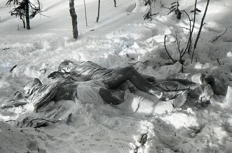 Os corpos congelados de Yuri Krivonischenko e Yuri Doroshenko Dyatlov pass
