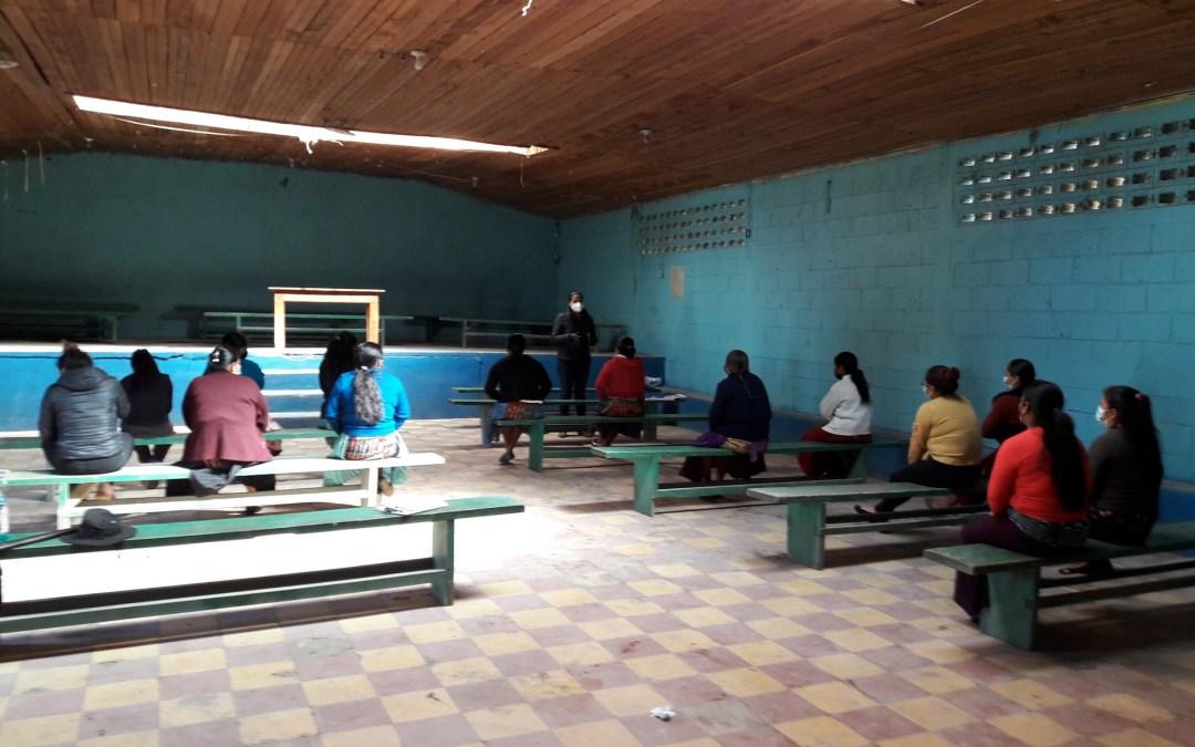 Comunidad de San Rafael Sacatepéquez, del Municipio de San Antonio Sacatepéquez, aprende sobre la importancia de la letrina y su  adecuado uso.