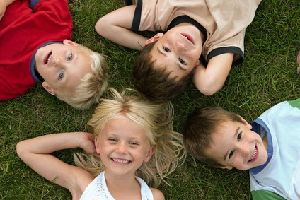 Kinder, Nickerchen und Wachstum