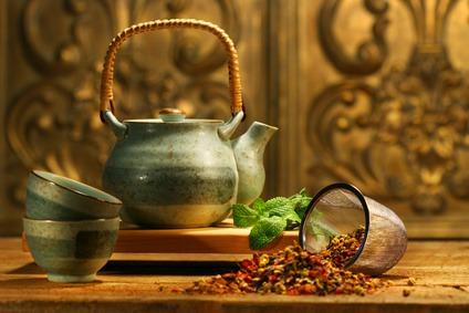 Tee: Geschichte, Inhaltsstoffe und Vorteile