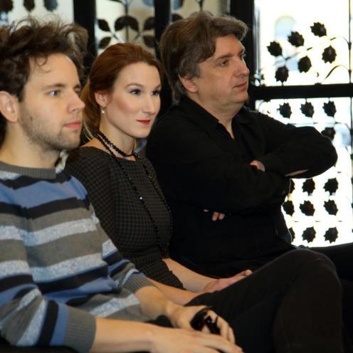 Aljoša Jurinić (pijanist), Marija Tonković (producentica Zagrebačkih solista) i Srećko Bradić (skladatelj)