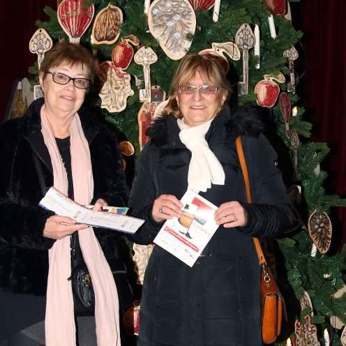 Đurđica Gross-Ašperger , pettisućiti posjetitelj izložbe o Orašaru i Marina Šmit