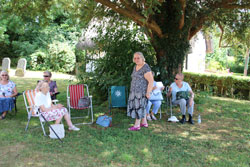 members picnic in the Abbey grounds