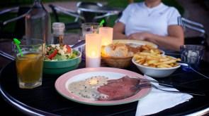 Roast beef and salad at Les Voisins